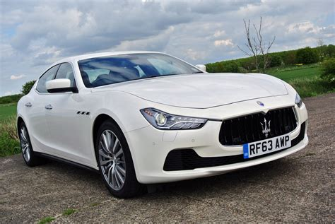 Maserati Ghibli Features by Maserati Ghibli Saloon 2013 Features Equipment And