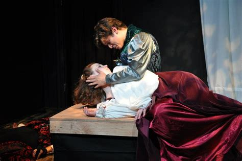 short shakespeare romeo and juliet theatre reviews coeurage theatre company returns with romeo and juliet shakespeare in la