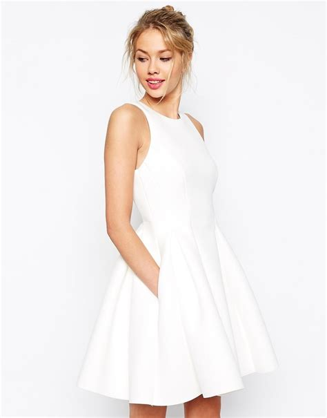 Asos Robe Blanche Courte - robes patineuses blanches