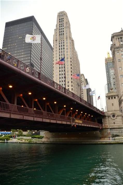 chicago boat tours in november drawbridges open on chicago river picture of wendella