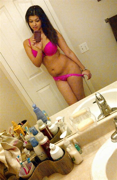 Sexy Indian Girl Nude Selfie Collection