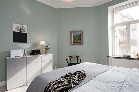 chambre avec murs vert d eau