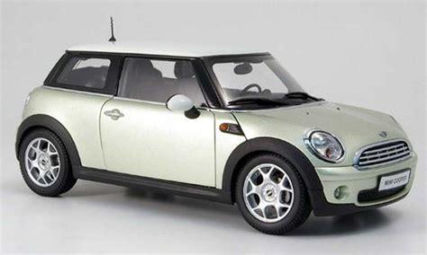 124 Minicountryman Blue Maisto mini cooper s gris et toit blanc kyosho coches miniaturas