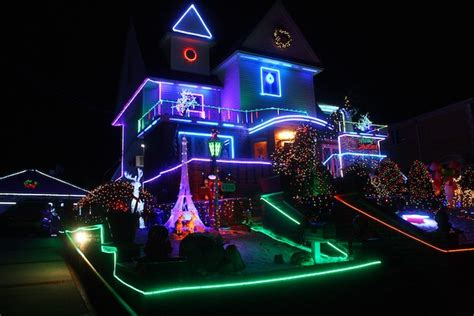 ditmas oark christmaslight displat ditmas park lights decoratingspecial