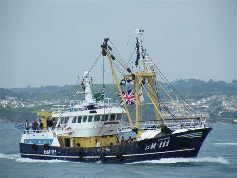 fishing boat trawler trawler fishing boat getting about pinterest