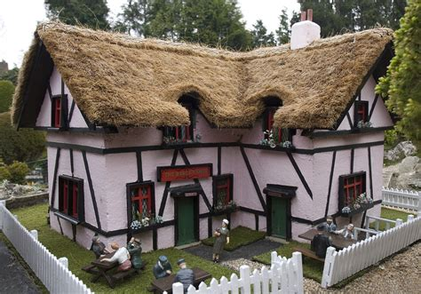 Thatch Bar File Thatched Pub Bekonscot Jpg Wikimedia Commons