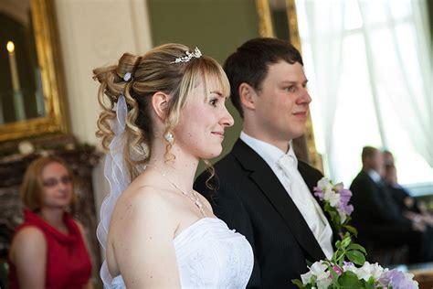 Hochzeitsfrisur Zu Hause by Hochzeit Mit Hochzeitsfrisuren Und Hochzeits Make Up Vom