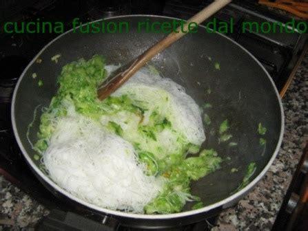 come cucinare gli spaghetti di riso cinesi come cucinare gli spaghetti di riso con pesce e verdure