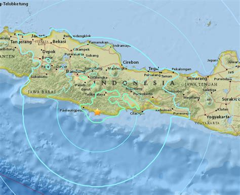 earthquake java today strong earthquake strikes java island in indonesia deaths