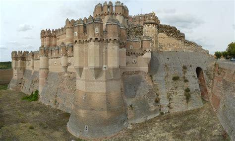 ruta por los castillos mas curiosos  espectaculares idealistanews