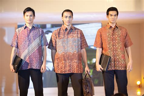 Batik Mahkota Batik Moderen Fashion Trendi the 10 most popular batik brands in indonesia style of indonesia
