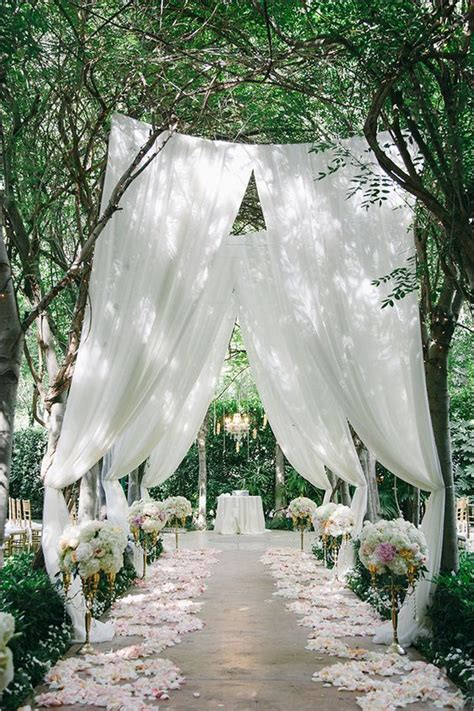 Wedding Reception Entrance by Outstanding Entrance Idea For Outdoor Wedding Reception