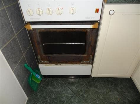 Oven Door Glass Broken Broken Oven Door Glass How To Replace Broken Inner Oven Door Glass With Pictures Ehow The