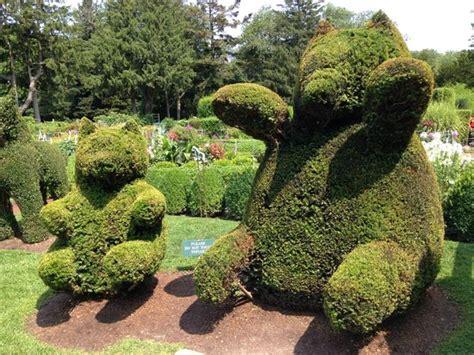 green animals topiary garden scarecrows at garden picture of green animals topiary