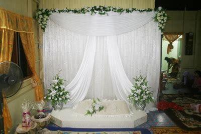 Hiasan Meja Ruang Tamu Bunga Artificial Mini Putih bridal d ina pengantin galeri mini pelamin