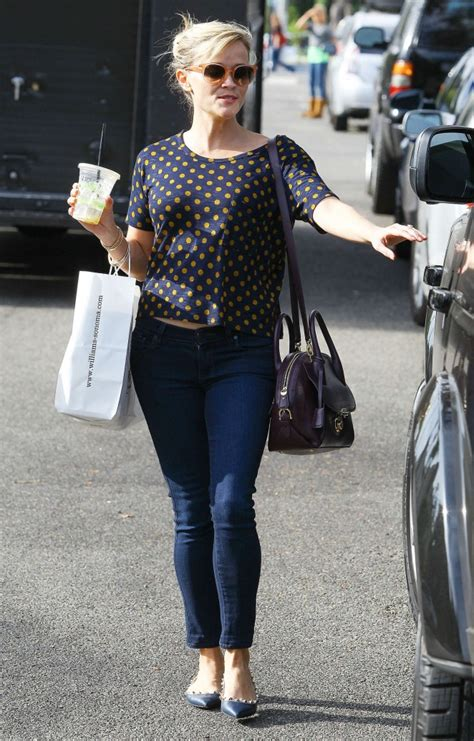 Reese Witherspoon Takes New Puppy Shopping by Reese Witherspoon In Tight 20 Gotceleb