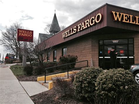 wf bank fargo bank location robbed wednesday baltimore sun