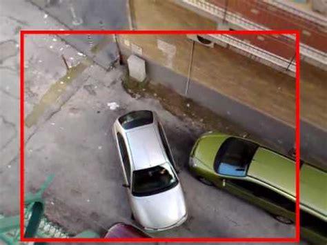 divertenti donne al volante divertenti tentativo di parcheggio attenzione