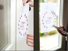 Fensterdekoration Weihnachten Mit Vorlagebö Und Einem Kreidestift by Kreidestift Auf Fenster Weihnachten Weihnachten