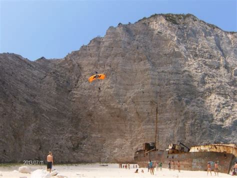 turisti per caso zante paragliding alla spiaggia navagio viaggi vacanze e