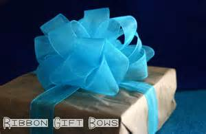 Recently saw this wonderful gift bow tutorial from the container