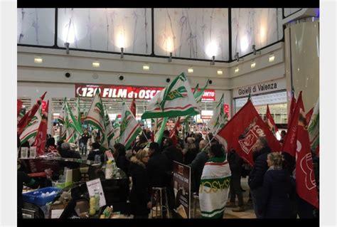 mediaworld sede centrale mediaworld proteste in tutta italia tiscali notizie