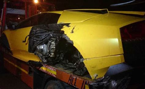 inside lamborghini at night in delhi lamborghini rams into road divider driver flees