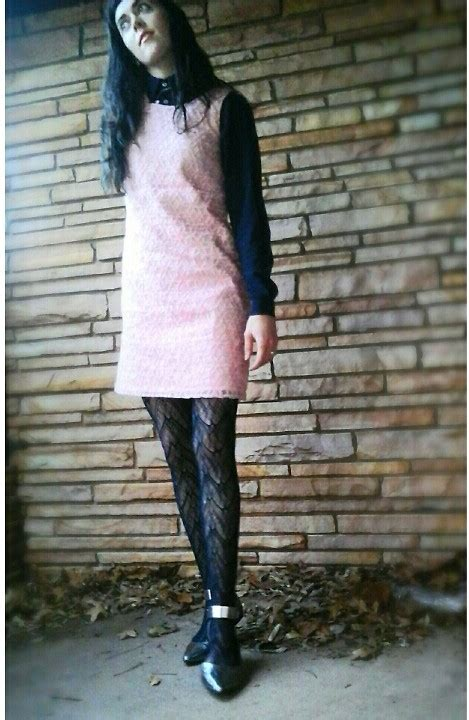 patterned tights lookbook felix fenix pink daisy shift american apparel collared