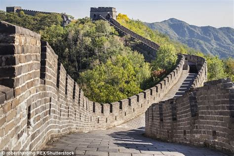 Buku Impor Great Wall China Against The World 1000 Bc Ad 2000 china vows to on damage to the great wall as 30 has now disappeared daily mail