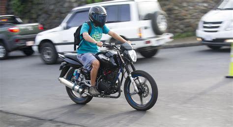 ley de trancito para dos en motos en el 2016 prohibir 225 n la circulaci 243 n de m 225 s de dos personas en moto