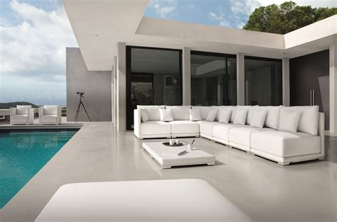 manutti outdoor furniture comes to miromar design center