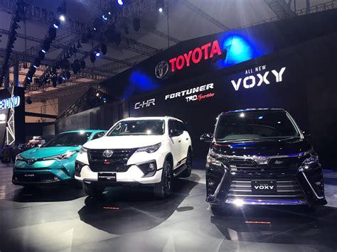 Toyota Voxy Cover Mobil Durable Premium Kuning giias 2017 toyota voxy dan fortuner trd sportivo