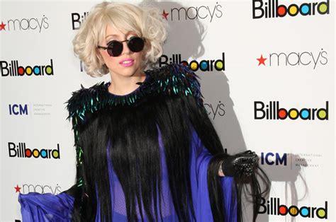 Fakta Unik Baju Gaga fashion gaga yang norak banget berita aneh tapi nyata