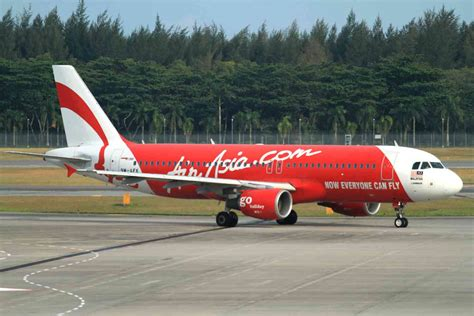 airasia hotline indonesia airasia flight from indonesia to singapore goes missing