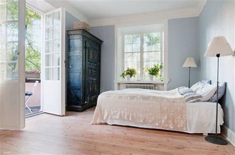pareti azzurre da letto decorazione ringhiera scala