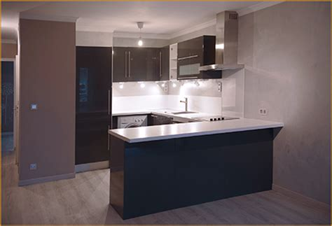 cuisine sur un pan de mur une cuisine ouverte sur salon r 233 alisations 2 crea renov