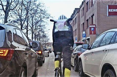 Auto Bild Fahrradfahrer by Die Radfahrer Spinnen Zeitschrift Auto Bild Greift