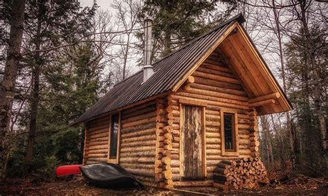 cool log cabins canadian man builds log cabin in cool time lapse video