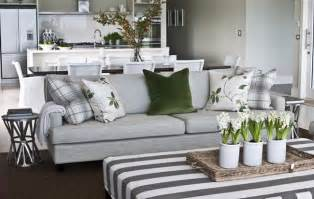 How To Decorate A New Home Decorating Ideas Refresh Your Home With Flowering Bulbs