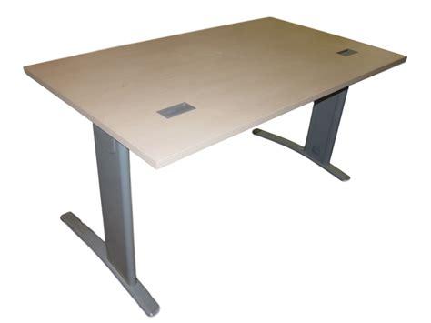 bureau bois clair bureau droit bois clair adopte un bureau