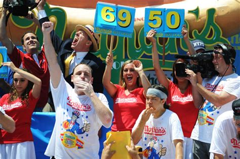 Joey Chestnut Does It Again by Joey Chestnut Wins Contest Again Ny Daily News