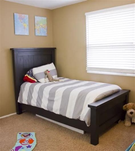 matching twin beds on pinterest twin beds boy rooms and diy twin farmhouse beds for the boys build something