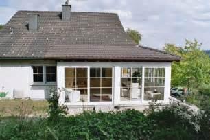 terrasse im wintergarten umbauen mit wintergarten zus 228 tzlichen wohnraum schaffen