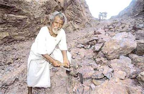 biography of manjhi movie ketan mehta s film on dashrath manjhi hits roadblock