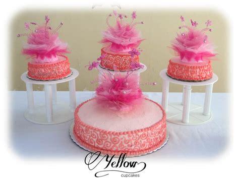 pasteles navideños decorados con chantilly yellow cupcakes pastel para xv a 241 os de merengue 2