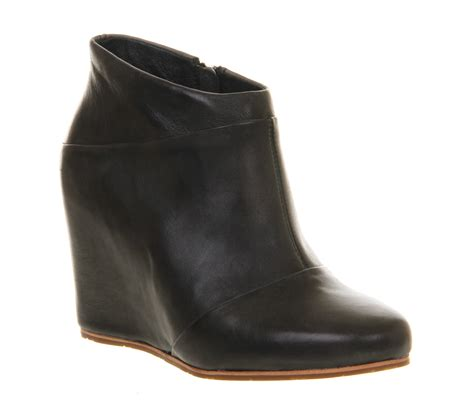 ugg australia carmine wedge boot black leather ankle boots