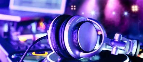 average cost of wedding dj how much does a dj cost everafterguide