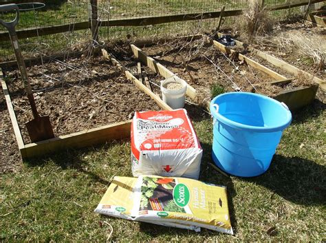 Amending Your Raised Bed Vegetable Garden Soil Yearly Amending Soil For Vegetable Garden
