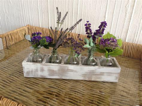 arreglos florales creativos en pinterest arreglos arreglo de lavanda en botellas arreglos florales