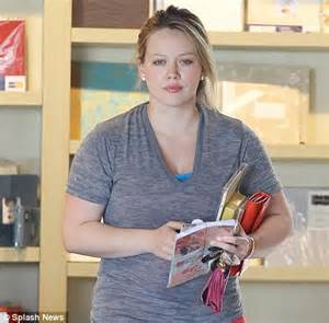 Hilary Runs Into Joel by Photos Hilary Duff Goes Shopping In D Clothing
